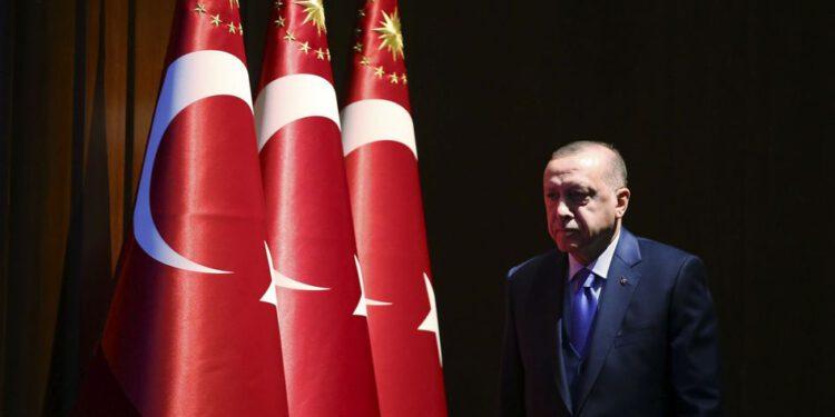 30.12.2019, Türkei, Ankara: Recep Tayyip Erdogan, Präsident der Türkei, kommt an, um eine Rede zu halten. Die türkische Führung hat dem Parlament einen Mandatsentwurf zur Entsendung von Truppen ins Bürgerkriegsland Libyen vorgelegt. Die Türkei unterstützt in Libyen die international anerkannte Regierung von Ministerpräsident al-Sarradsch in Tripolis. Foto: -/Pool Presidential Press Service/AP/dpa +++ dpa-Bildfunk +++